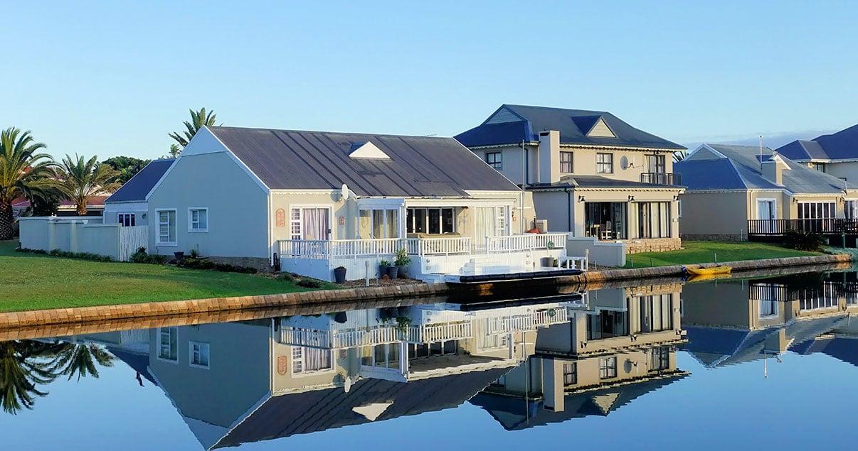 Casa en barrio privado con vista al lago